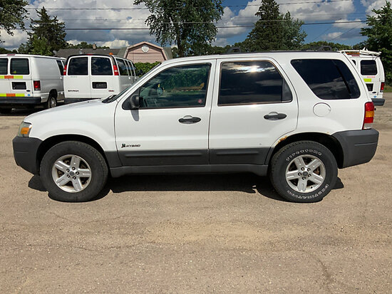 2006 Ford Escape Hybrid 4x4 4-Door Sport Utility Vehicle runs and drives, rust damage