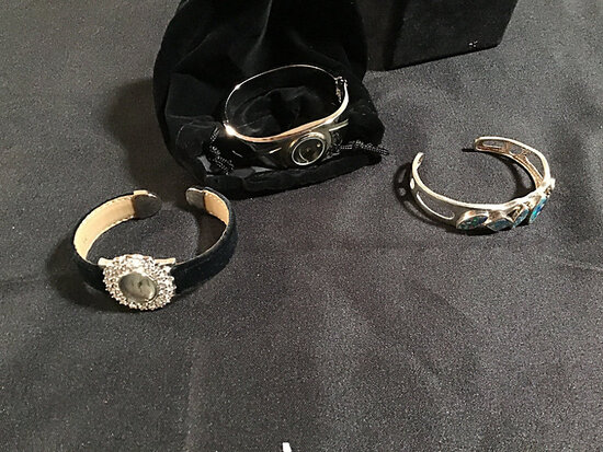 Bracelets (Used) NOTE: This unit is being sold AS IS/WHERE IS via Timed Auction and is located in El