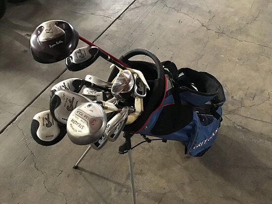 Golf clubs with bag (Used) NOTE: This unit is being sold AS IS/WHERE IS via Timed Auction and is loc