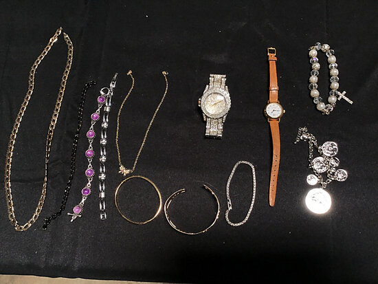Assorted jewelry (Used) NOTE: This unit is being sold AS IS/WHERE IS via Timed Auction and is locate