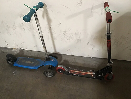 2 kid scooters (Used) NOTE: This unit is being sold AS IS/WHERE IS via Timed Auction and is located