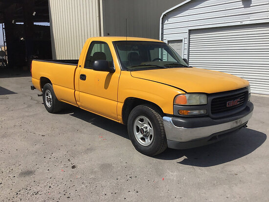 1999 GMC C1500 Pickup Truck Runs and drives, missing catalytic converter, body damage
