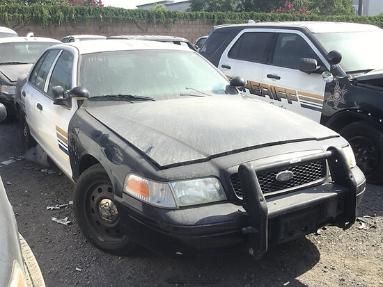 2011 Ford Crown Victoria 4-Door Sedan non runner, no key, stripped of parts