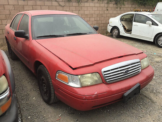 2005 Ford Crown Victoria 4-Door Sedan non runner, no key, stripped of parts