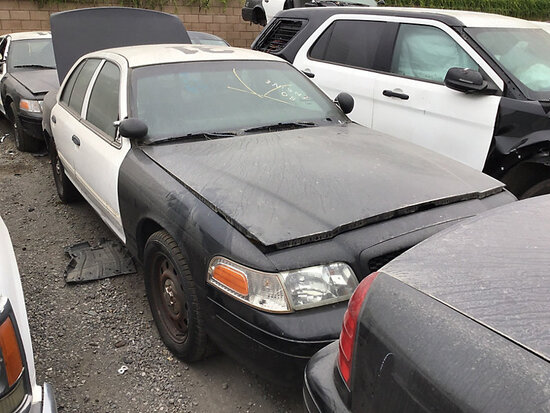 2011 Ford Crown Victoria 4-Door Sedan non runner, will not start, electrical problems, stripped of p