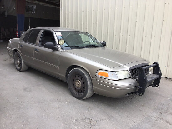 2011 Ford Crown Victoria 4-Door Sedan Runs and drives, bad transmission, stripped of parts