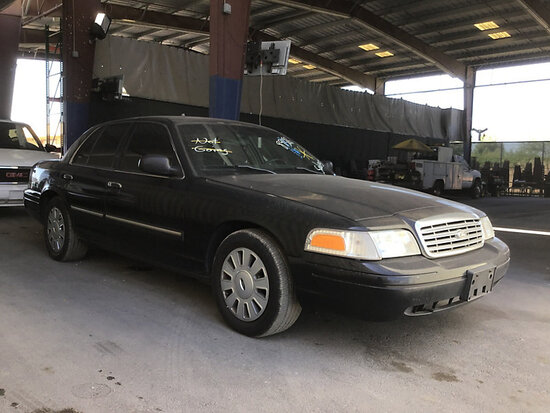 2010 Ford Crown Victoria 4-Door Sedan Runs and drives, airbag light on, stripped of parts