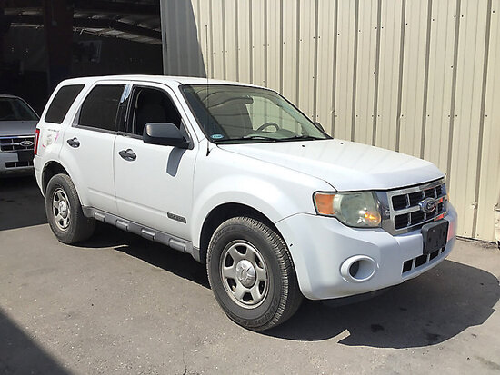 2008 Ford ESCAPE 4-Door Sport Utility Vehicle Runs and drives, broken passenger window,