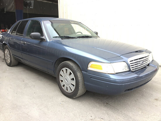 2008 Ford Crown Victoria 4-Door Sedan Runs and drives, front end body damage