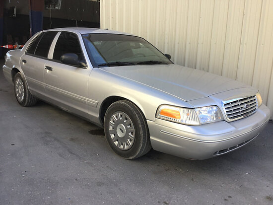 2004 Ford Crown Victoria 4-Door Sedan Runs and drives