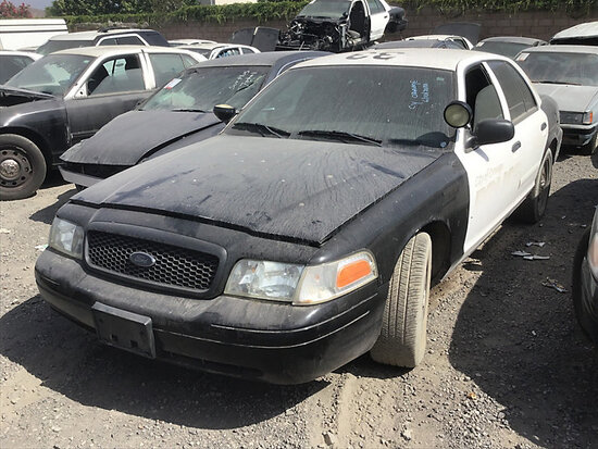 2006 Ford Crown Victoria 4-Door Sedan non runner, no key, stripped of parts