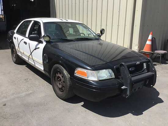 2011 Ford Crown Victoria 4-Door Sedan Runs and drives, abs light on, airbag light on, stripped of pa