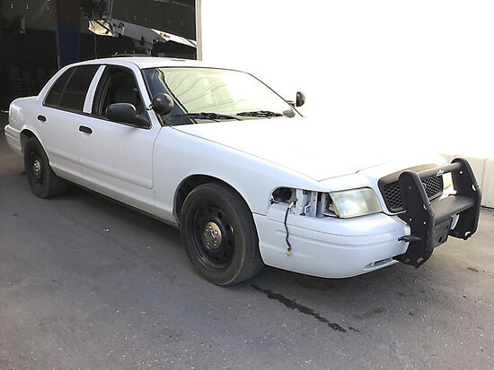 2006 Ford Crown Victoria 4-Door Sedan Non Runner, stripped of parts,