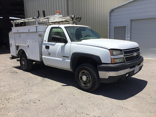 2005 Chevrolet K2500HD Service Truck, 8 foot long service box Runs and drives needs engine work