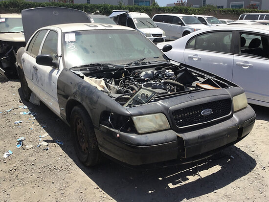 2008 Ford Crown Victoria 4-Door Sedan non runner, no key, stripped of parts