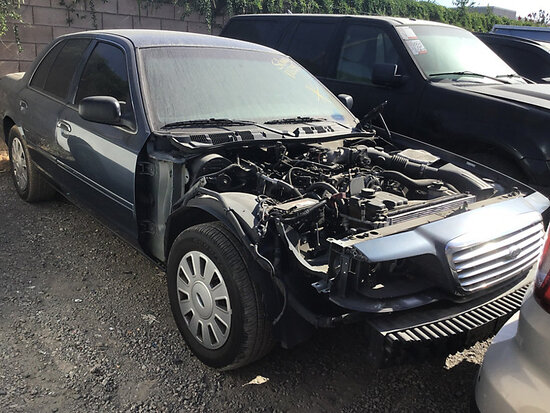 2007 Ford Crown Victoria 4-Door Sedan non runner, no key, stripped of parts