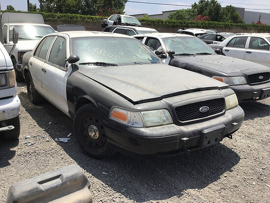2011 Ford Crown Victoria 4-Door Sedan non runner, no key, stripped of parts, body damage, broken dri