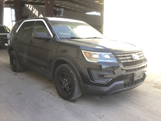 2016 Ford Explorer 4x4 4-Door Sport Utility Vehicle, Awd Runs and drives, stripped of parts, rear en