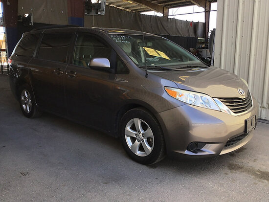 2012 Toyota Sienna Passenger Van Runs and drives
