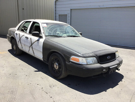 2011 Ford Crown Victoria 4-Door Sedan Runs and drives, stripped of parts, bad tire
