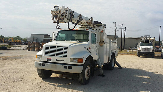 Altec D845A-BR, Digger Derrick rear mounted on 2001 International 4900 Utility Truck runs & drives,