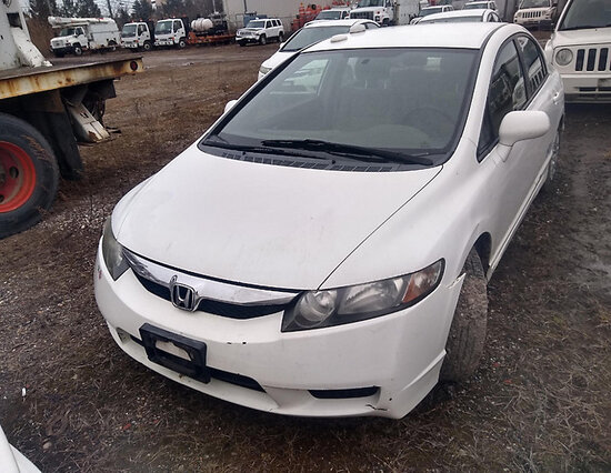 2010 Honda Civic GX 4-Door Sedan runs with jump, drives, body damage, cracked windshield