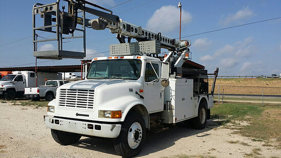 Telsta T40C, Non-Insulated Cable Placing Bucket Truck center mounted on 2000 International 4900 Util