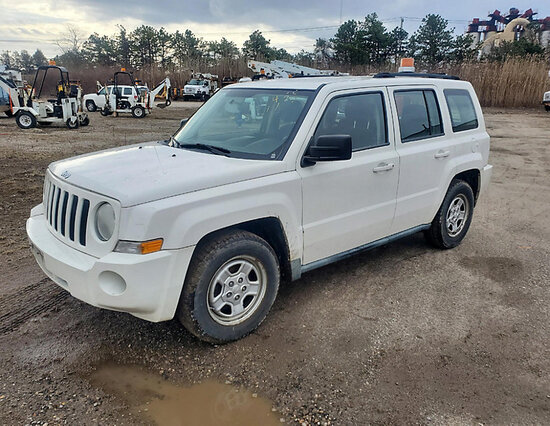 2010 Jeep Patriot 4x4 4-Door Sport Utility Vehicle runs, drives, minor body damage