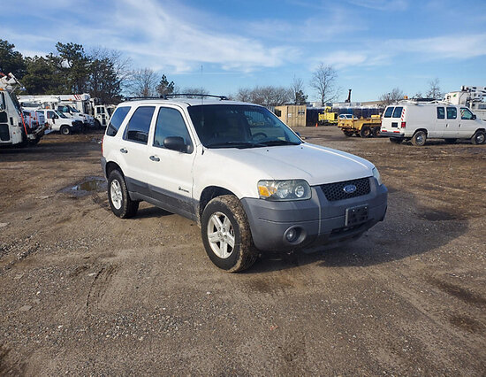 2006 Ford Escape Hybrid 4x4 4-Door Sport Utility Vehicle runs, drives, minor body damage