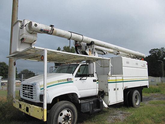 Altec LRV-56, Over-Center Bucket Truck mounted behind cab on 2002 GMC C7500 Chipper Dump Truck minor