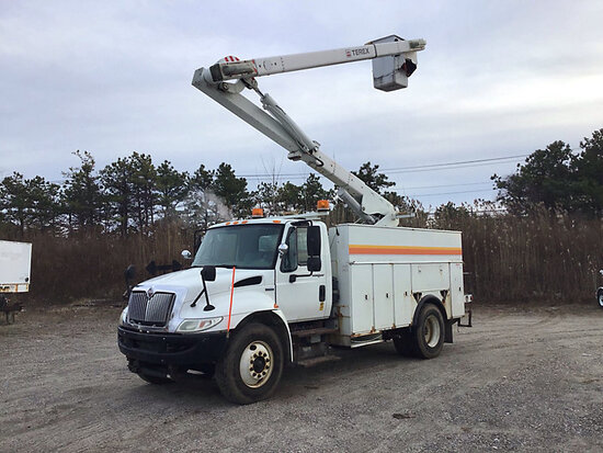Terex/Telelect Hi-Ranger SC-42, Over-Center Bucket Truck rear mounted on 2009 International 4300 Uti