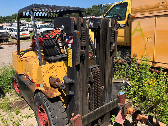 1984 HYSTER H60E Pneumatic Tired Forklift not running, condition unknown, No Tank) (Buyer Must Load