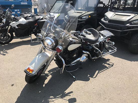 2007 Harley-Davidson Road King - FLHPI Police Package Motorcycle Runs & Drives) (Dead Battery