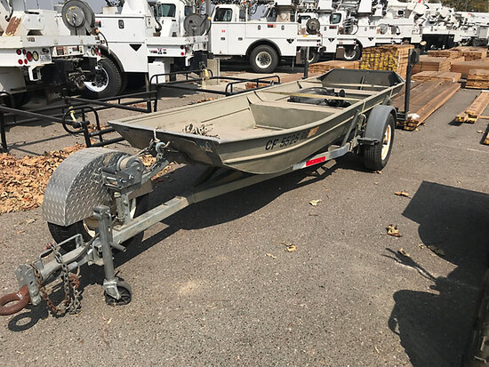 2007 Klamath 14 ft 6 in Aluminum Boat, Sold as Package with Trailer Lot 2001T