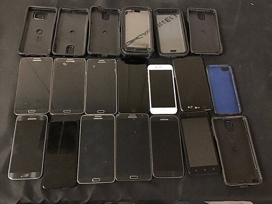12 cellphones and 8 cases   8 are Samsung   2 are iPhones   1 LG and 1 umx   possibly locked   lg ha