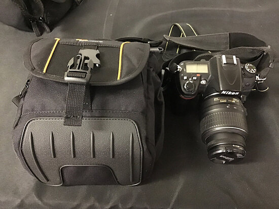 Nikon D7000 digital camera with case and has battery (Used ) NOTE: This unit is being sold AS IS/WHE
