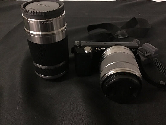 Sony nex5 digital camera with 2 lenses   has battery no charger or plugs (Used ) NOTE: This unit is