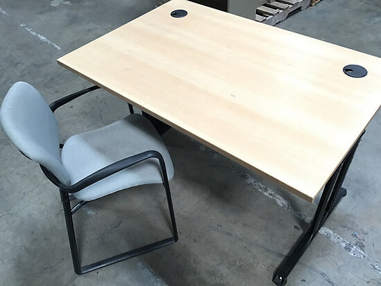 Desk with chair (Used) NOTE: This unit is being sold AS IS/WHERE IS via Timed Auction and is located