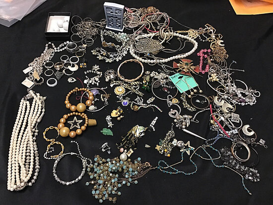 Misc. jewelry (Used ) NOTE: This unit is being sold AS IS/WHERE IS via Timed Auction and is located