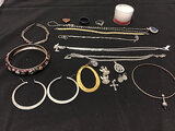 Assorted jewelry (Used ) NOTE: This unit is being sold AS IS/WHERE IS via Timed Auction and is locat