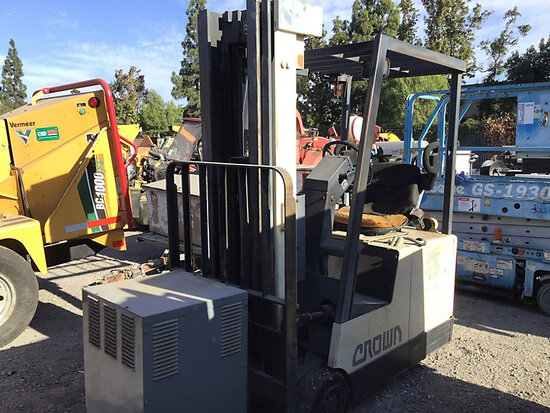Crown Solid Tired Forklift Runs, moves & operates, no key