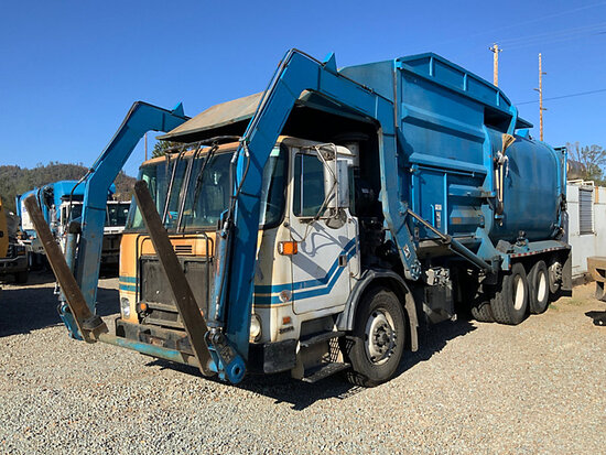 2011 Autocar Xpeditor Front Load T/A Trash Truck runs, drive-train condition unknown, drive shaft re