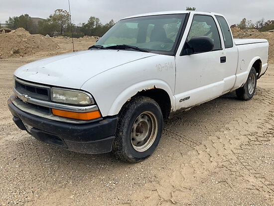 2002 Chevrolet S10 Extended-Cab Pickup Truck Not Running, No Key, Condition Unknown. Body and Rust D
