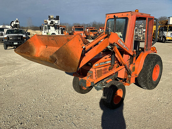 Kubota D9200 HST-D 4x4 Mini Tractor Loader Runs, Moves, Hard to Start, Oil Spits Out Exhaust