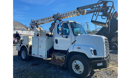 Telsta T40C, Telescopic Non-Insulated Cable Placing Bucket Truck center mounted on 2015 Freightliner