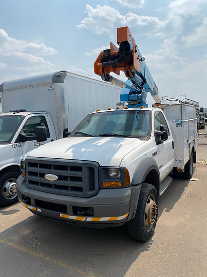 HiRanger/Terex TL 38P, Articulating & Telescopic Bucket Truck mounted behind cab on 2005 Ford F550 4