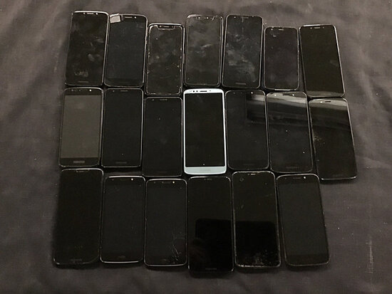 20 Motorola cellphones | possibly locked | some have damage | reactivation status unknown (Used ) NO