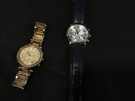 2 watches (Used) NOTE: This unit is being sold AS IS/WHERE IS via Timed Auction and is located in El