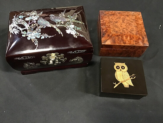 Jewelry boxes (Used) NOTE: This unit is being sold AS IS/WHERE IS via Timed Auction and is located i