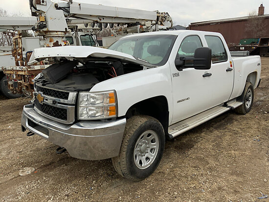 (Des Moines, IA) 2014 Chevrolet K3500HD 4x4 Crew-Cab Pickup Truck Wrecked right front quarter, broke